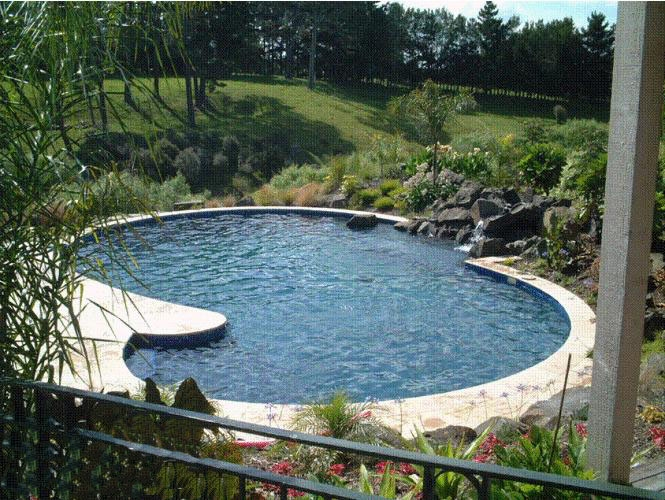 Residential pool design & surrounding landscaping