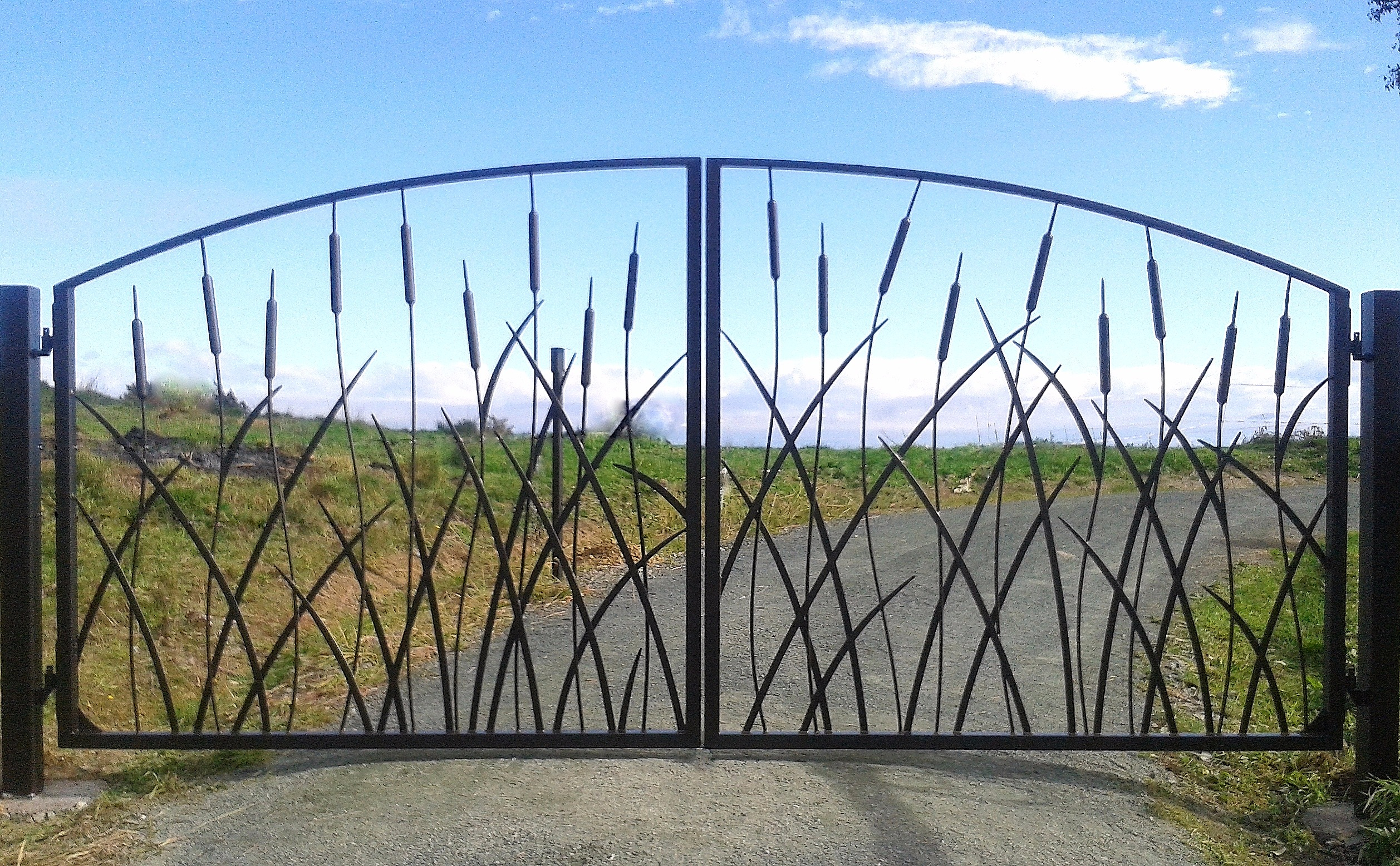 `Bullrush' design driveway gates